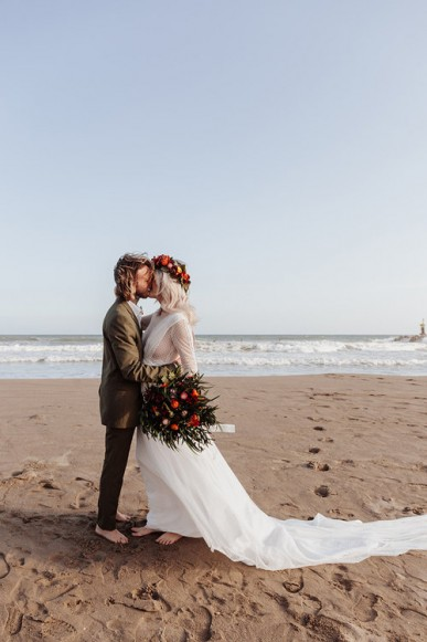 WHAT TO CONSIDER IF YOU ARE HAVING A BEACH WEDDING
