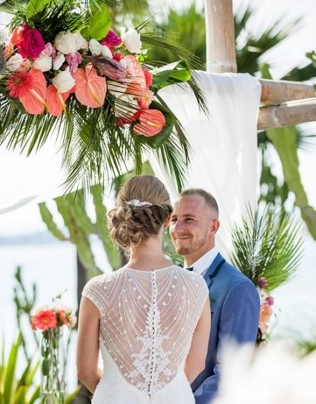 TROPICAL CORAL WEDDING DECOR