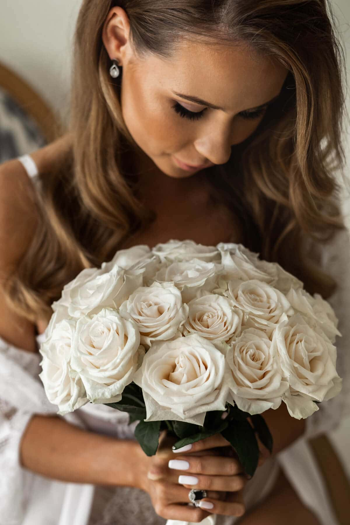 round cream bouquet